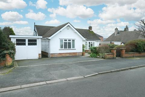 2 bedroom detached bungalow for sale - Granville Avenue, Oadby, Leicester