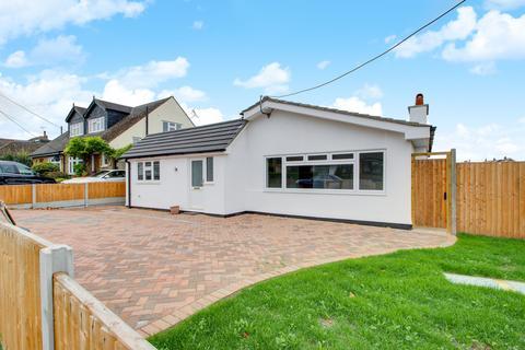 4 bedroom detached bungalow to rent - Homefields Avenue, Benfleet