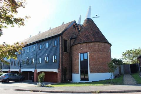 6 bedroom townhouse for sale - Oast Court, Yalding Hill