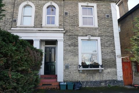 1 bedroom flat share to rent - Wheatfield Way, Kingston, KT1 2QS