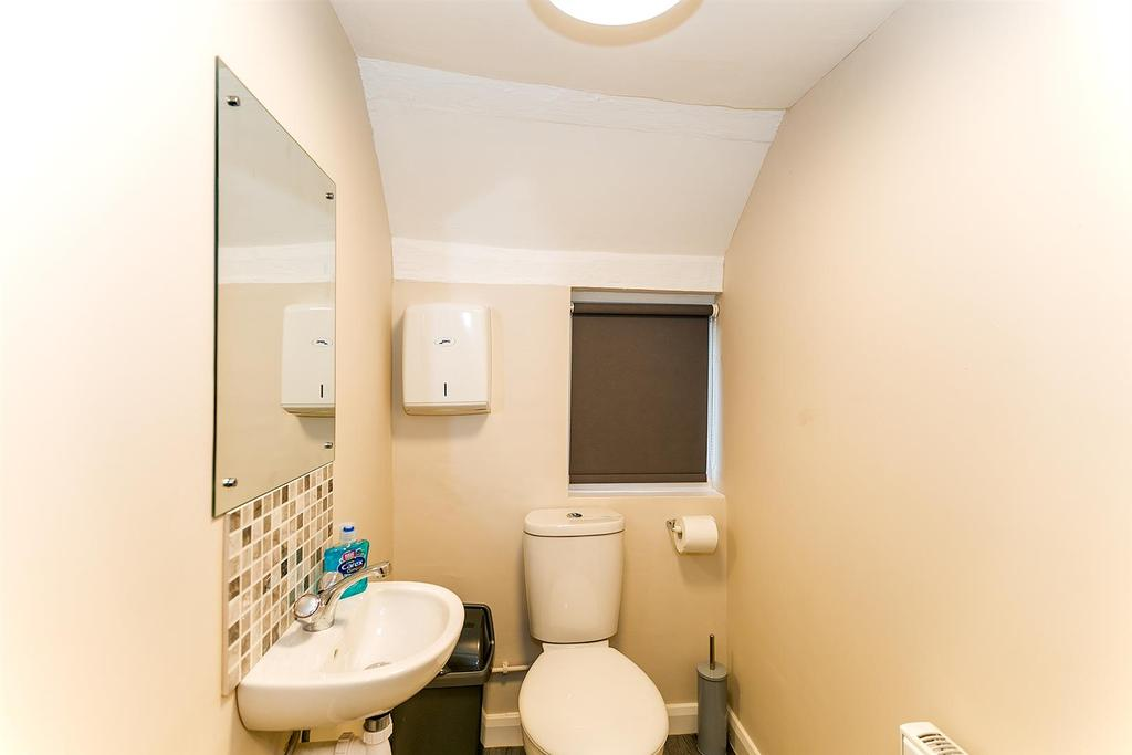 MG 7669 Toilet 1st Floor.jpg