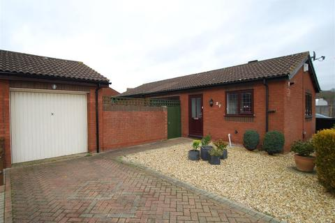 2 bedroom bungalow for sale - Banbury Close, West hunsbury, Northampton