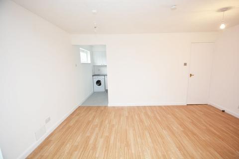 Studio to rent - Rabournmead Drive, Northolt, UB5 6YH
