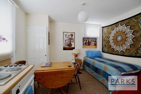Studio to rent - Westbourne Villas, Hove, BN3