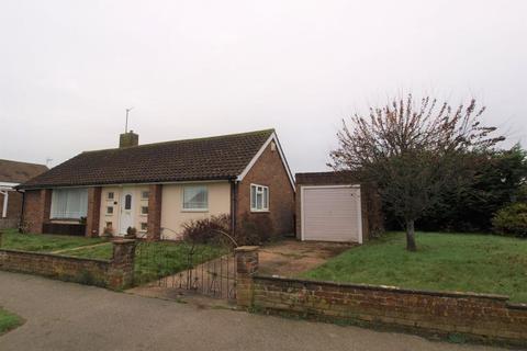 2 bedroom detached bungalow for sale - Dover Road, Polegate BN26 6LA
