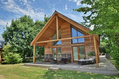 3 bedroom lodge for sale - Middle Lane, Thorpe-On-The-Hill, Lincoln