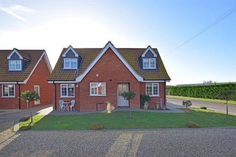 3 bedroom chalet for sale - Meadow Close, King's Lynn