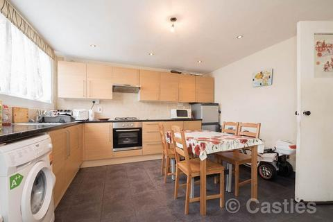 3 bedroom flat for sale - Acacia Road, Wood Green, N22