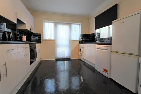 3 bedroom semi-detached house to rent - Partridge Mead, Banstead