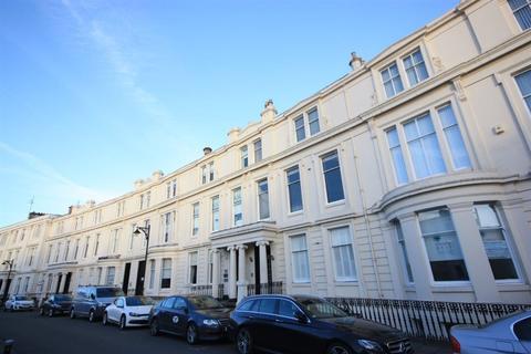 3 bedroom flat to rent - 6 Royal Crescent