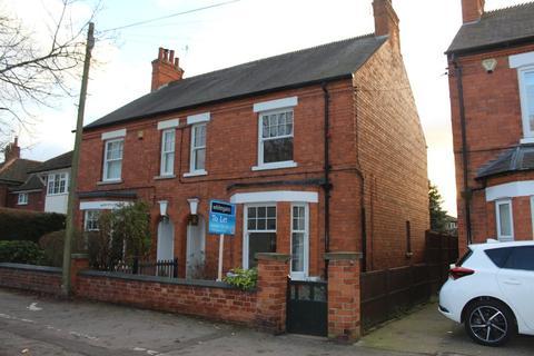 4 bedroom semi-detached house to rent - London Road, Newark