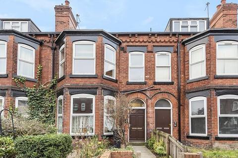 3 bedroom flat for sale - Grange Avenue, Leeds, LS7 4EL