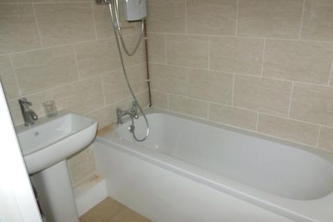 Studio to rent - Cromwell Road, Town Centre