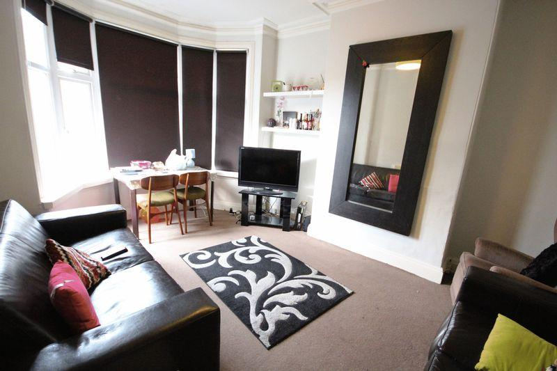 5 Bedrooms Terraced House for rent in St Michaels Crescent, Headingley