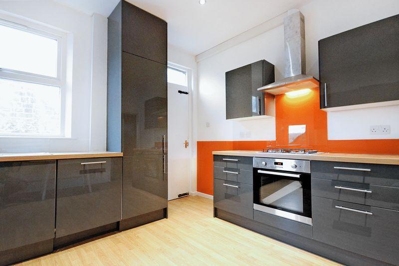4 Bedrooms Terraced House for rent in Church Street, Kirkstall, LEEDS