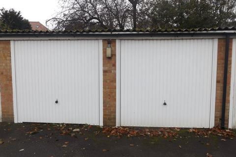 Property to rent - Garage on St. Augustines Avenue, CR2