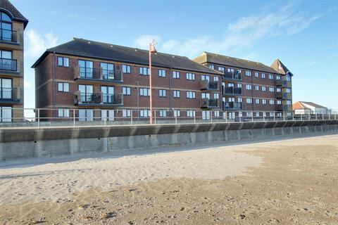 2 bedroom flat for sale - Queens Park Close, Mablethorpe