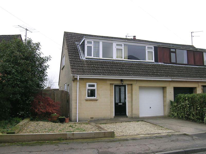 3 Bedrooms Semi Detached House for rent in Downs View, Bradford on Avon