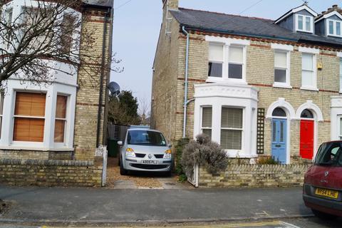 2 bedroom semi-detached house to rent - Montague Road, CB4