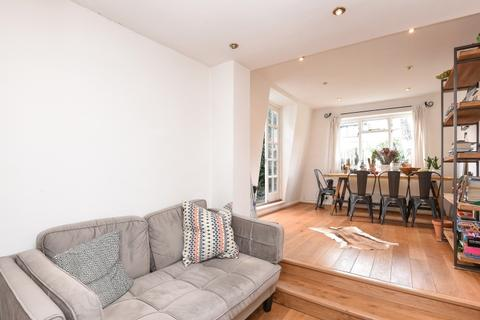 2 bedroom apartment to rent - Barclay Road Fulham SW6