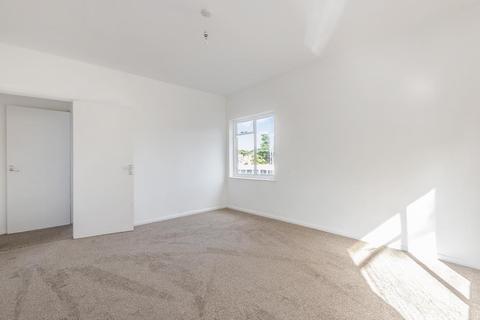 3 bedroom apartment to rent - Camberley, Surrey, GU15