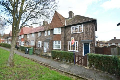 2 bedroom end of terrace house for sale - Manor Farm Drive, Chingford