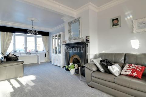 3 bedroom semi-detached house for sale - Seabrook Gardens, Romford, RM7