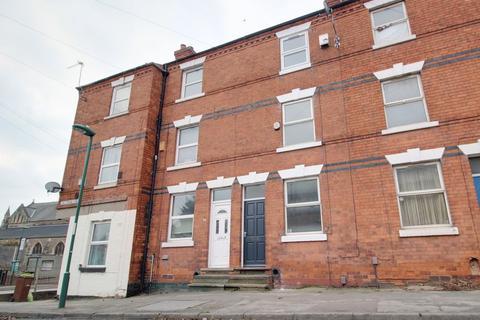 3 bedroom terraced house to rent - Cheltenham Street, Basford