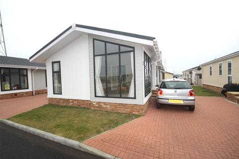 2 bedroom bungalow for sale - Maple Mews, Hayes Country Park, Battlesbridge, Wickford, SS11
