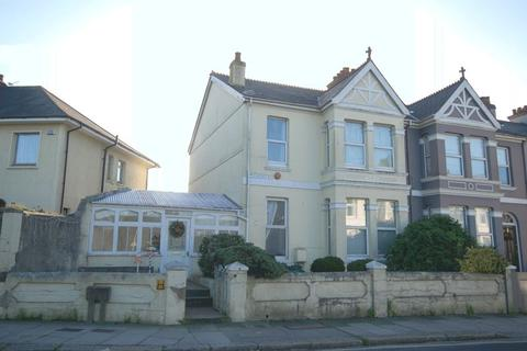 3 bedroom end of terrace house for sale - Chestnut Road, Peverell, Plymouth. A prominent and eye catching 3 double bedroomed family home in fabulous road.