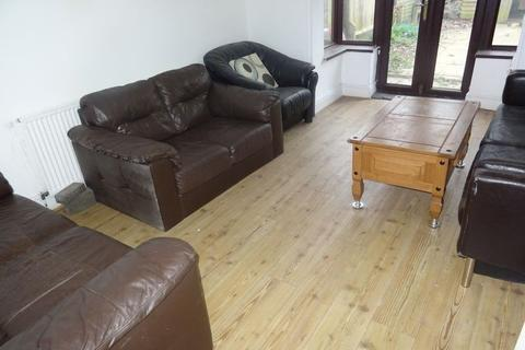 3 bedroom semi-detached house to rent - 3 or 4 bedroom home in Selly Oak