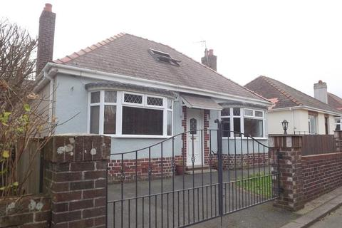 2 bedroom bungalow for sale - Priory Lodge Drive, Milford Haven