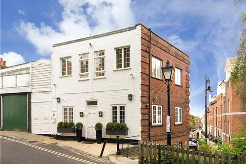 2 bedroom apartment to rent - First Floor Flat, The Mount, Hampstead Village, London, NW3