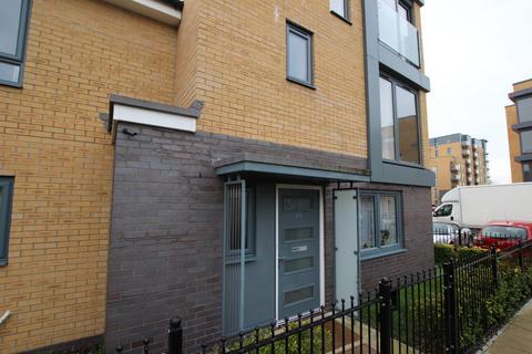 4 bedroom end of terrace house to rent - Greenham Avenue, Reading, Berkshire, RG2