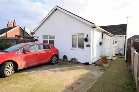 3 bedroom bungalow for sale - George Street, Mablethorpe, Lincolnshire, LN12 2BJ