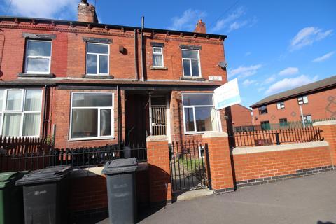 4 bedroom terraced house to rent - St. Hildas Mount St. Hildas Mount,  Leeds, LS9