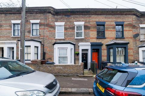 4 bedroom terraced house to rent - Kenton Road, Hackney E9
