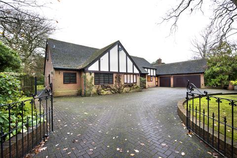 4 bedroom property for sale - Park Drive, Little Aston Park