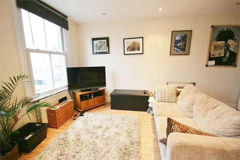 2 bedroom flat - Edithna Street, Clapham North