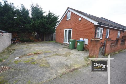 3 bedroom bungalow to rent - Mayfield Road, Southampton, Hampshire, SO17