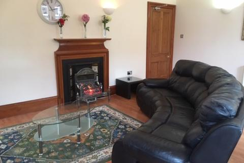 2 bedroom flat to rent - Queensgate, City Centre Inverness