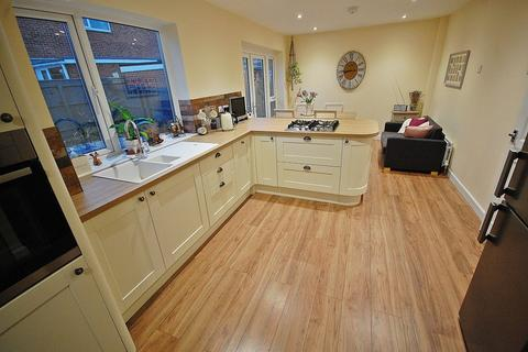 3 bedroom semi-detached house for sale - Bamburgh Road, Newton Hall, Durham
