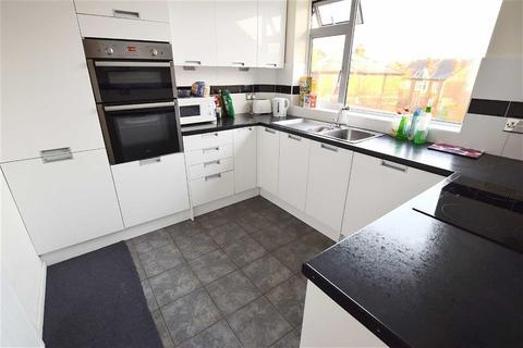 3 bedroom apartment for sale - Glencairn Court, Cheltenham, Gloucestershire