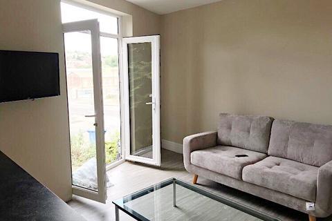 6 bedroom property to rent - Alderson Road, Sheffield