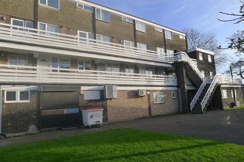 1 bedroom flat for sale - Peartree Close, SOUTH OCKENDON, Essex