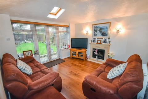 3 bedroom semi-detached house for sale - Haveswater Close, Gunthorpe, Peterborough