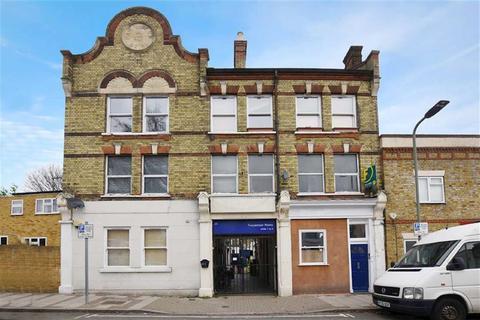 2 bedroom flat for sale - Station Road, Penge, London