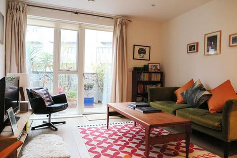2 bedroom apartment for sale - Pembury Circus, Dalston Lane,
