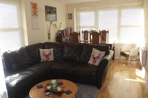 2 bedroom flat to rent - Wilbury Avenue, Hove