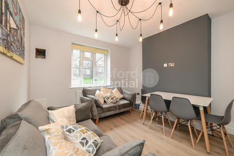 3 bedroom flat to rent - Tulse Hill, Brixton
